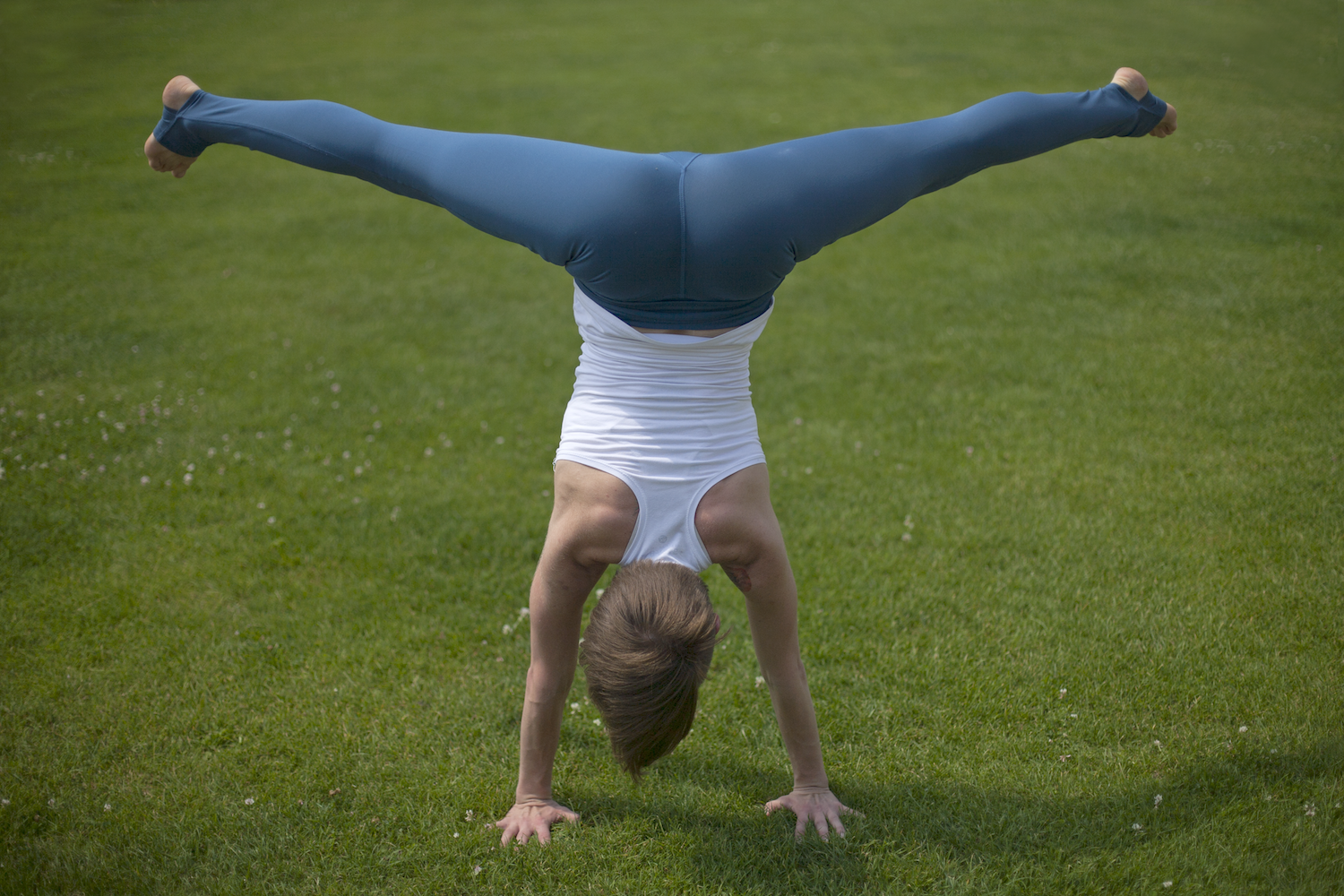 gyongy_handstand